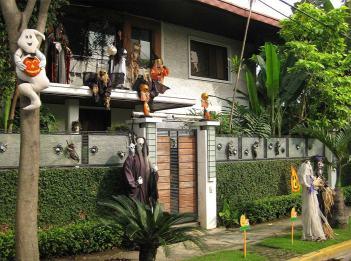 halloween-themed-decor-in-the-home-garden