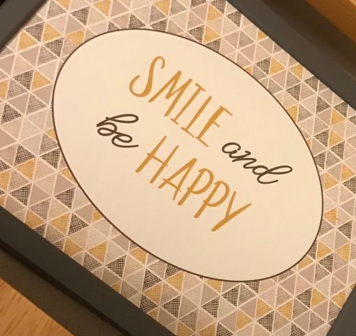 Smile and be happy sign